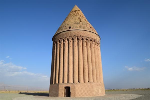 برج تاریخی رادکان آماده پذیرایی از مسافران و گردشگران نوروزی است