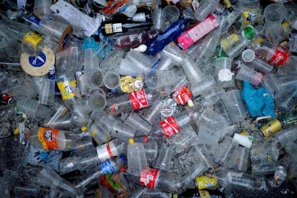 اعتراف کوکاکولا به فراوری 3 میلیون تن زباله پلاستیکی در سال